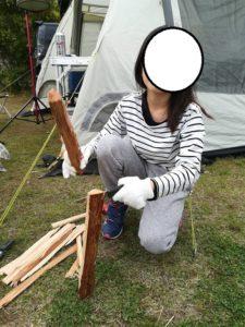 薪を薪で割る